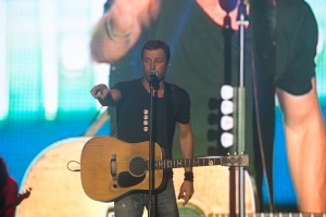 Dierks Bentley at Gulf Coast Jam Photo by Susan Michal